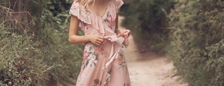 Цветочные платья подружки невесты, идеально подходящие для весенней свадьбы